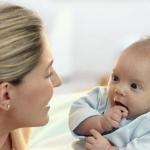 Когда новорожденный ребенок начинает слышать