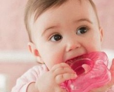 как помочь ребенку во время прорезывания зубов