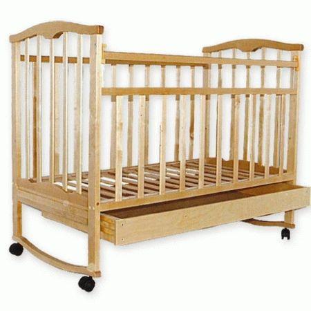 Деревянная кроватка для новорожденного