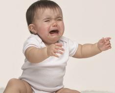 Как отучить ребенка от рук