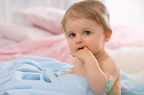 Малыш сосет палец почему