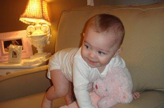 Что умеет ребенок в 8 месяцев