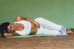 упражнение на боку