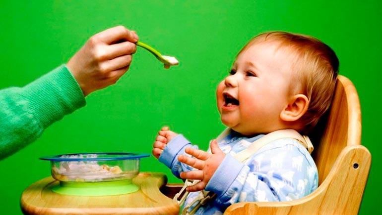 Правила введения прикорма при искусственном вскармливании