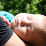 сон ребенка на руках у мамы