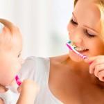 чистим зубки малышу