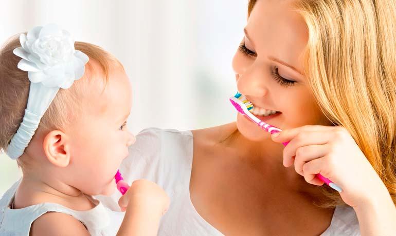 Когда начинать чистить зубы ребенку и как правильно это делать
