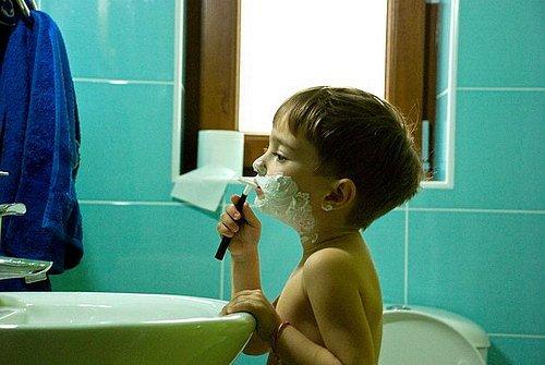 ребенок-перенимает-привычки-отца