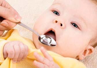 как-давать-маленькому-ребенку-лекарство-сироп