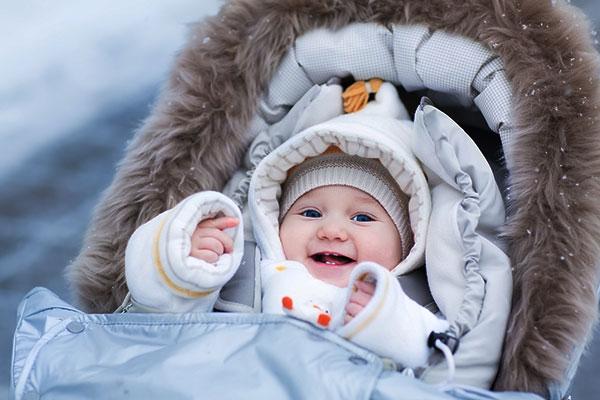 Со скольки месяцев можно гулять с новорожденным