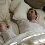 молодой папа с малышом