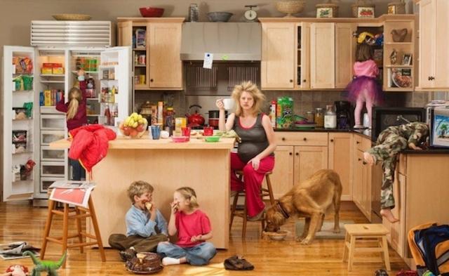 мама-сидит-дома-с-детьми