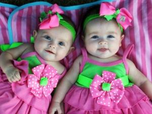 двойняшки-девочки