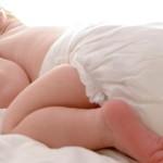 новорожденный в подгузнике