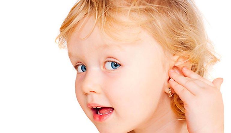 В каком возрасте прокалывать уши девочкам