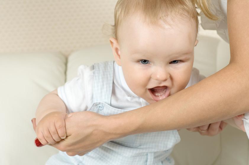 ребенок кусается