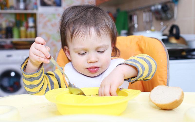 учим ребенка самостоятельно кушать