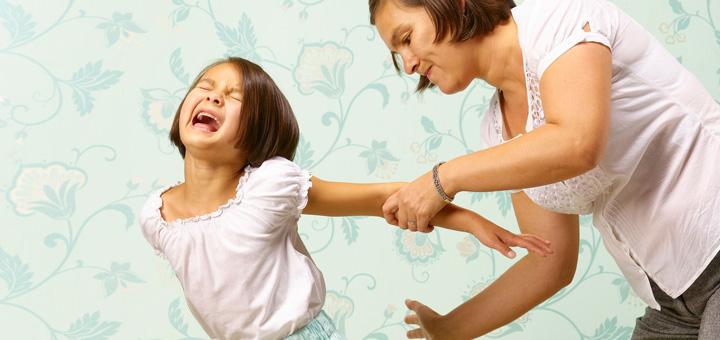 Била и кричала: Девочка сбежала от ужасной матери