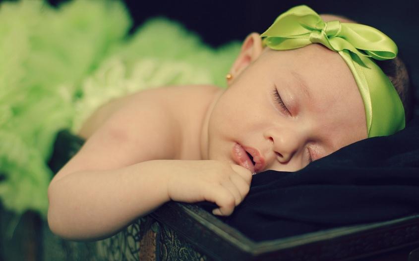почему малыш в утробе икает