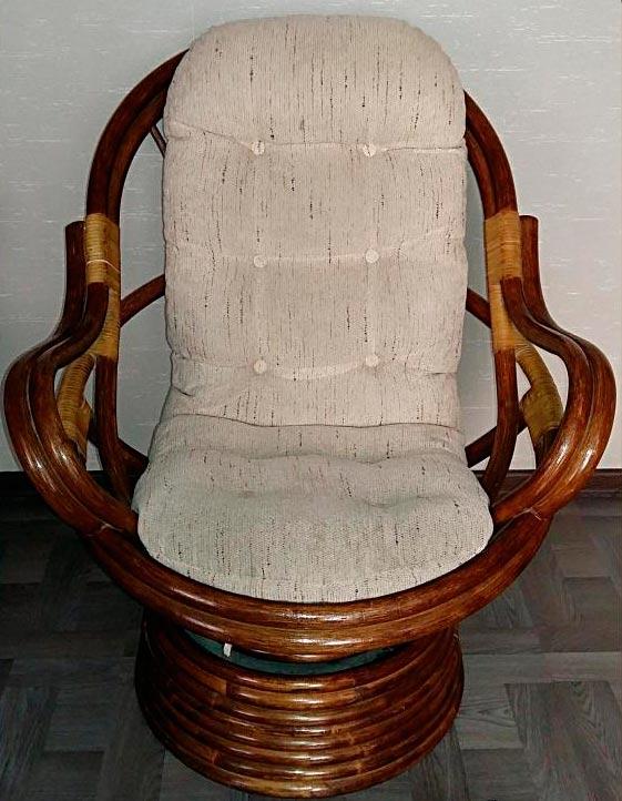 Кресло-качалка из ротанга с пружинным механизмом