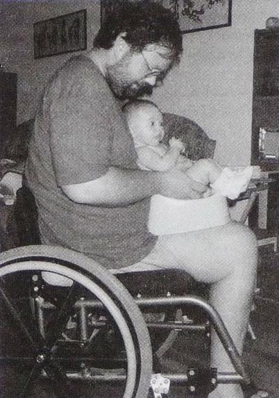 Малыш сидит на горшке