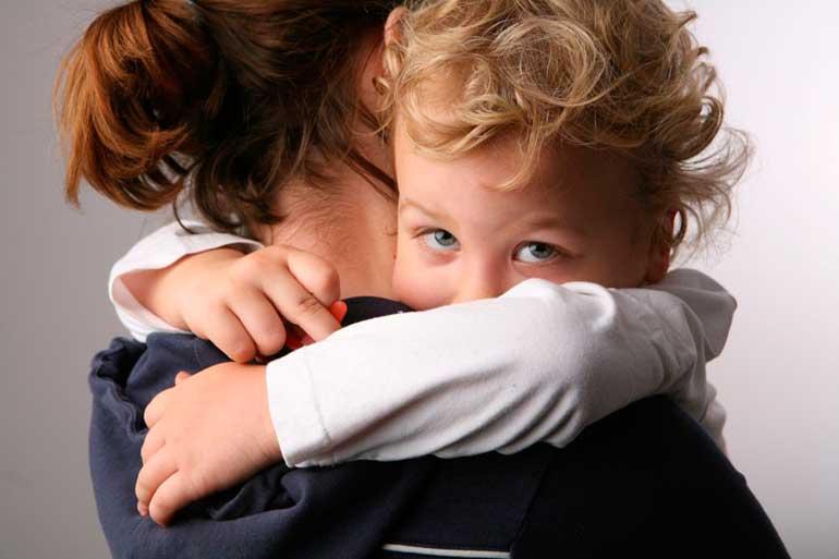 ребенок-никого-не-принимает-кроме-мамы