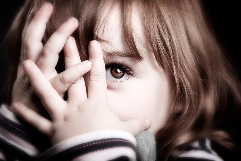 неуверенный-в-себе-ребенок