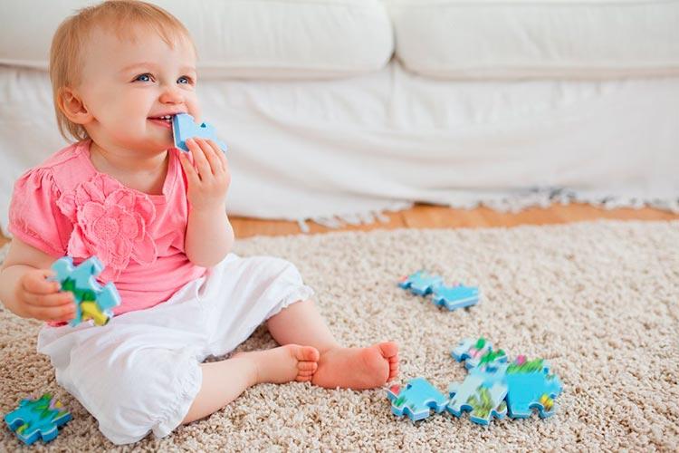 Странные привычки малыша: когда это норма, а когда
