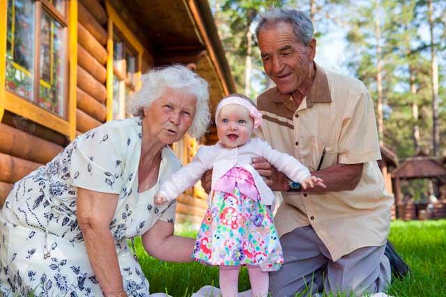 бабушка-дедушка-внуки