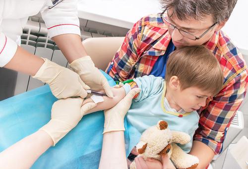 ребенок боится сдавать кровь