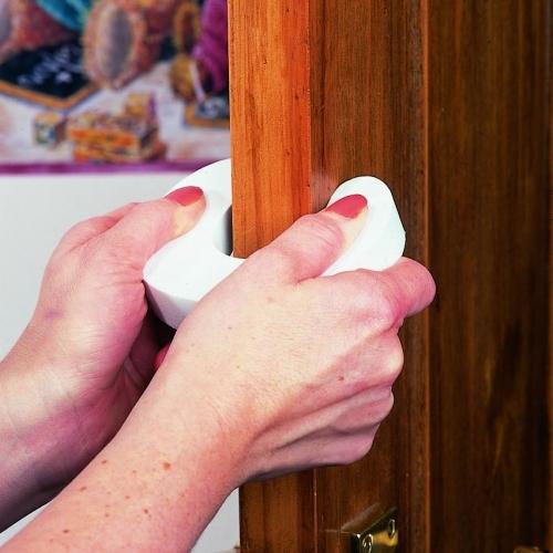 стопперы на двери от детей
