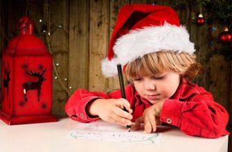 ребенок ждет подарка на новый год
