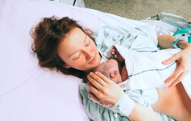 мама с малышом после родов
