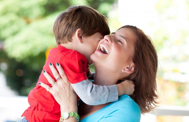 мама с ребенком любовь
