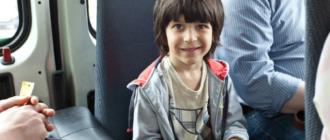 дети в общественном транспорте должны сидеть