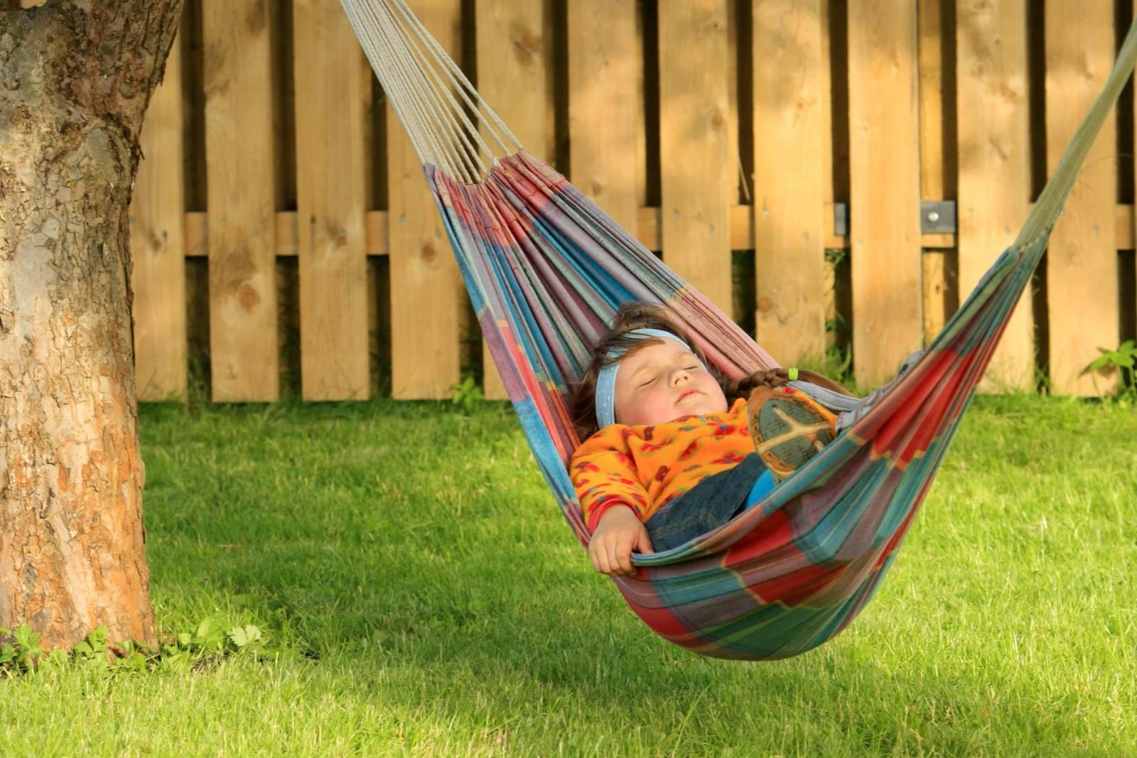 гамак на даче для ребенка