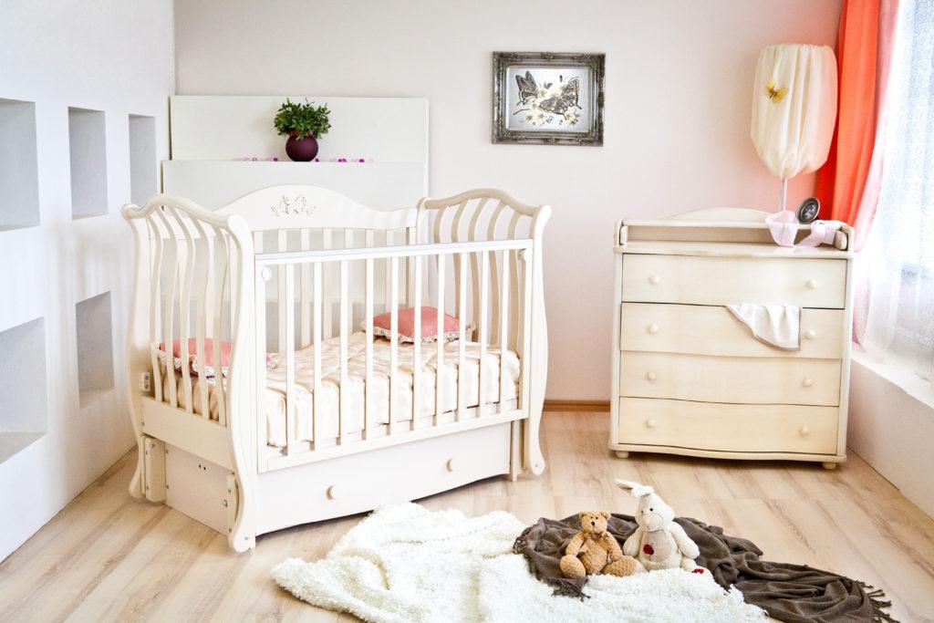 красивая детская кроватка