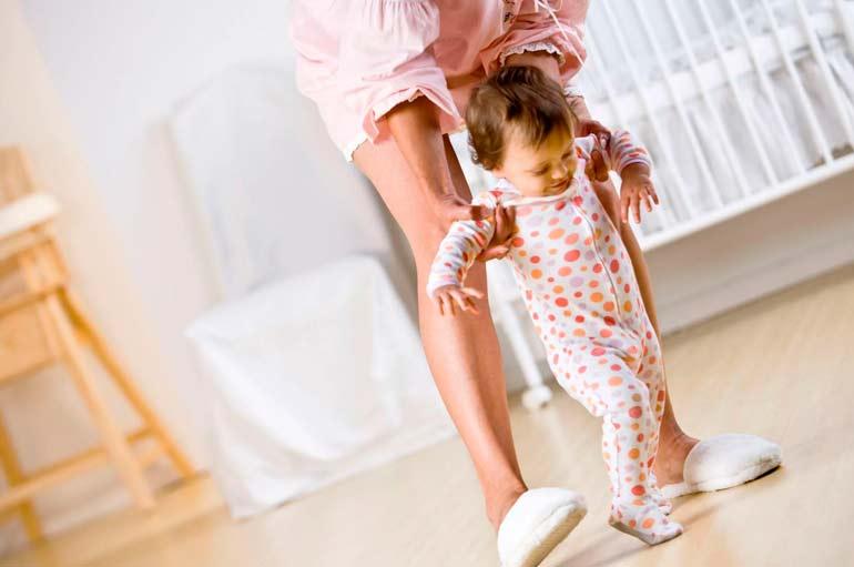 ребенок-ходит-на-носочках