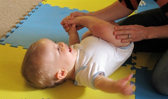 учим-ребенка-переворачиваться
