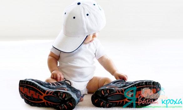 малыш в обуве