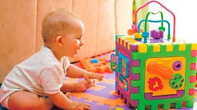 развитие ребенка в 6 месяцев игры