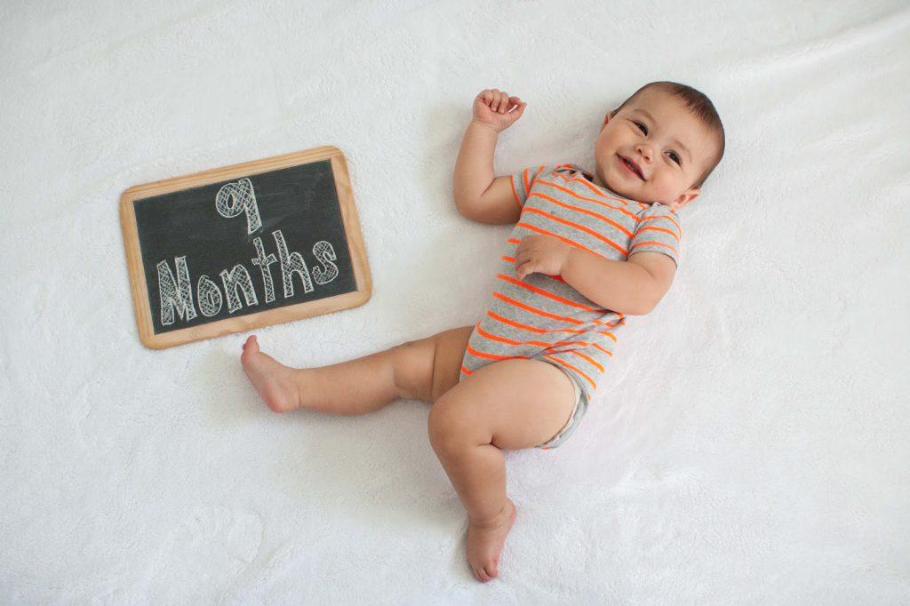Что умеет и должен уметь ребенок в 9 месяцев