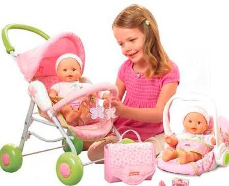 ребенок-играет-с-коляской