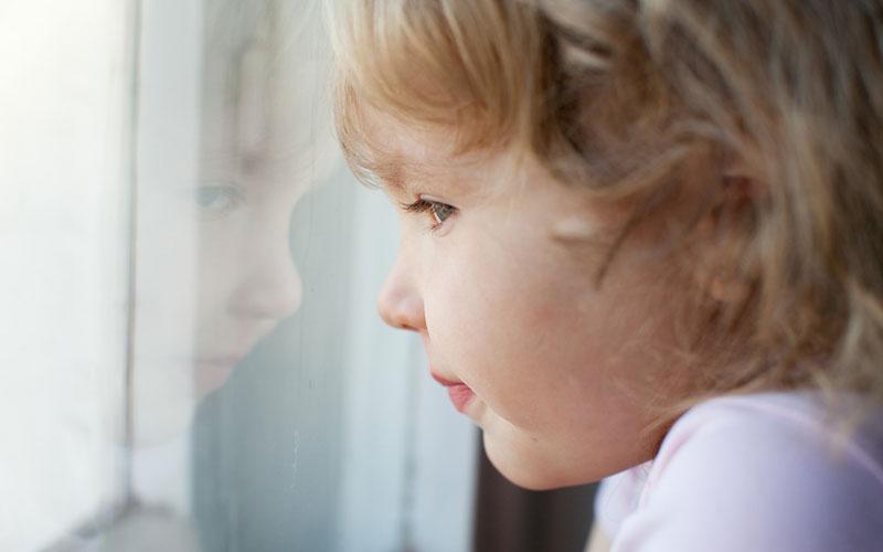 ребенок скучает
