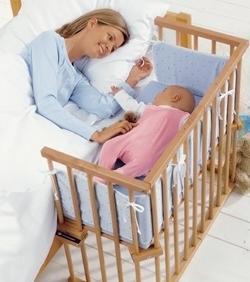детская кроватка примыкает к взрослой