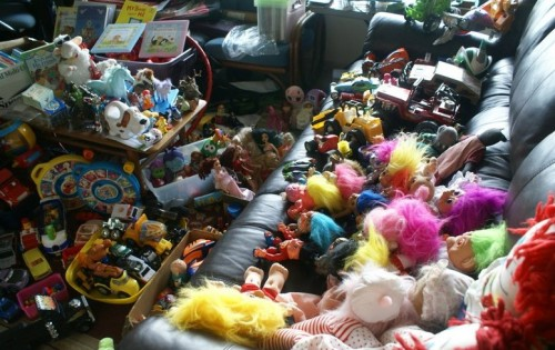 у ребенка очень много игрушек