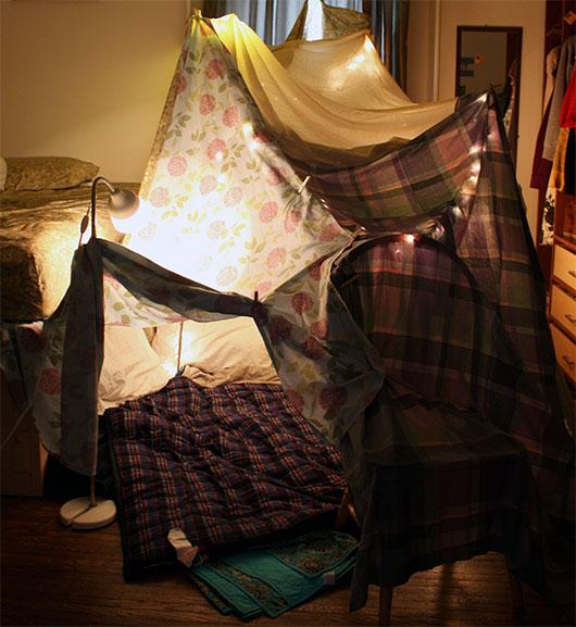 домик из одеял