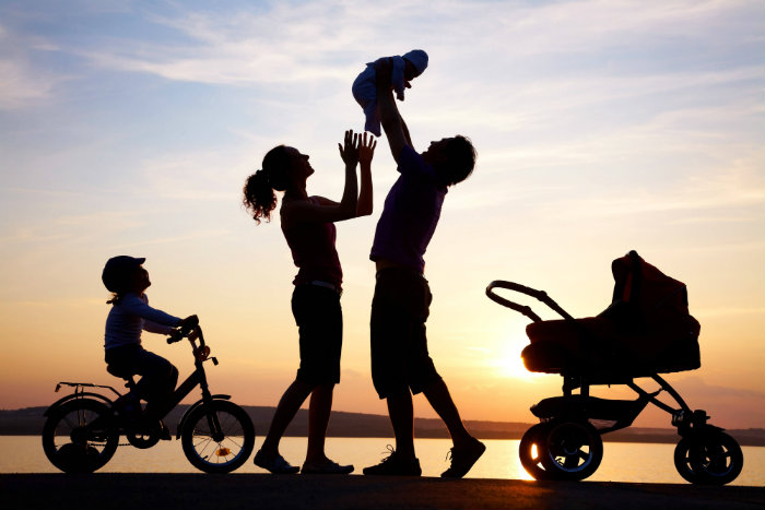happy-family-silhouette-