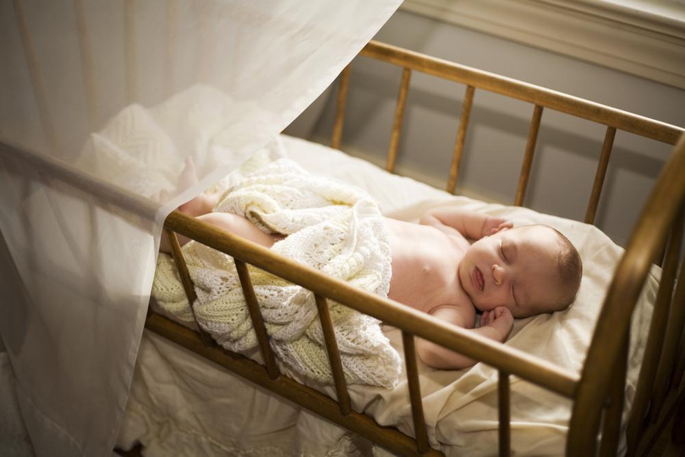 как я приучила ребенка спать в своей кроватке