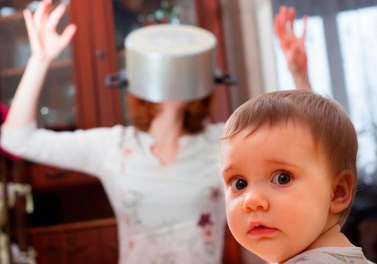 мама-разражена-на-ребенка